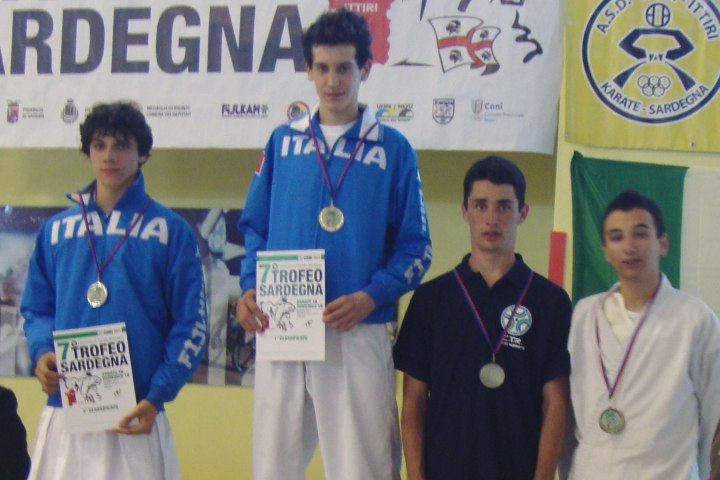 Medaglia d'Oro per Emilio Vezzoli convocato nella Under 16 (chiamata WKF Cadets) fino a 70 kg